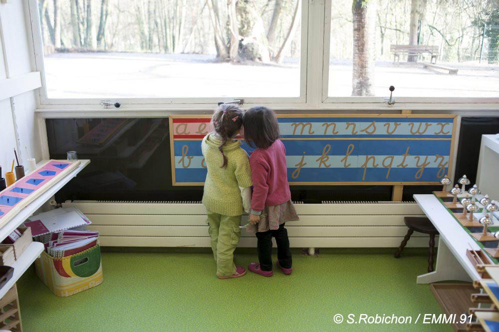 """Ambiance dans l'école à pédagogie Montessori d'Evry """"EMMI.91"""". La classe des 3-6 ans ou maternelle. Evry le 29/12/2015 Photo Sophie ROBICHON"""
